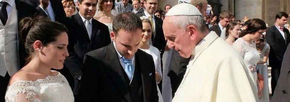 Francisco alentó a los jóvenes a no temer al matrimonio